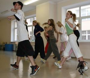 c-walk танцювальний стиль